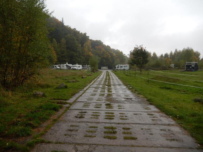 Die Einfahrt zum Stellplatz in Ilsenburg