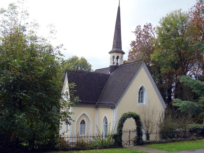 ....an einer kleinen Kirche vorbei