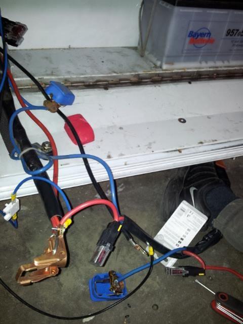 Die Batterien mussten neu verklemmt werden. Da hatten sich wohl einige Kabel gelöst gehabt. Alles wurde super gut gemacht