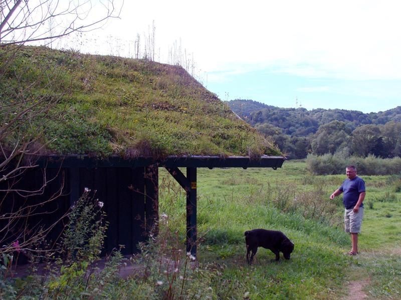 Eine Hütte zum Rasten - leider voller Müll :(