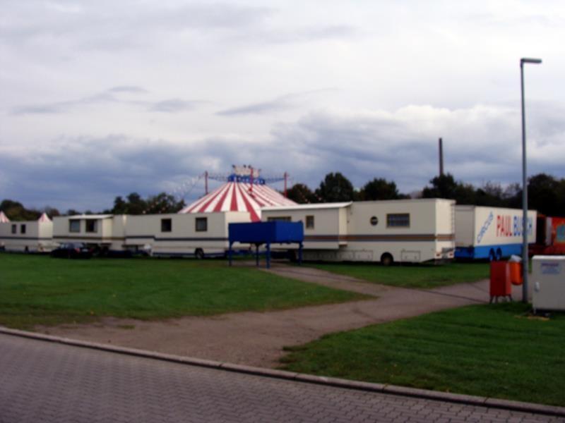 An der Rheinpromenade steht auch grad ein Zirkus.