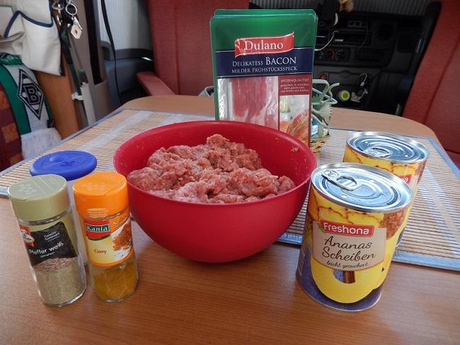 Ananas aus der Dose, Hackfleisch, Bacon Salz, Pfeffer, Curry
