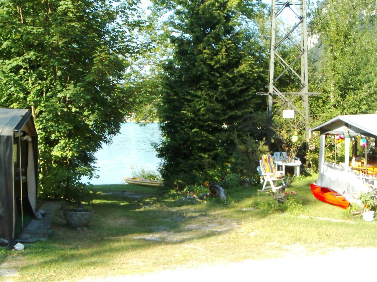 Und der See ist unmittelbar vor unserer Nase.