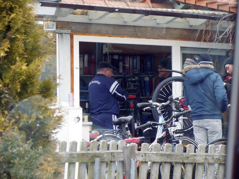 Dirk im Fahrradladen......wegen seinem defekten E-Bike