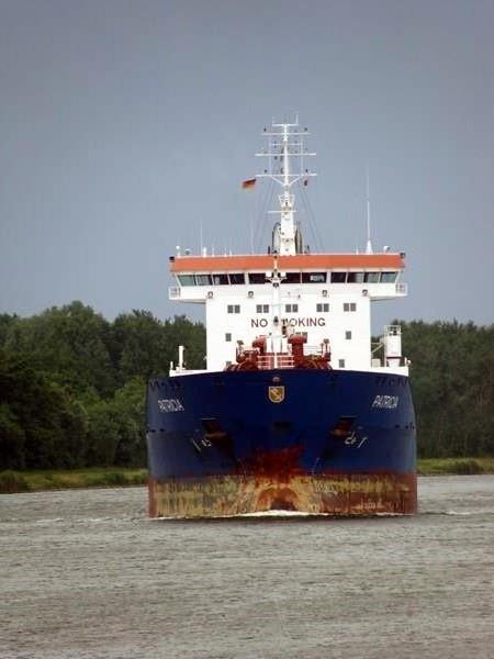 Dirk hat viele Bilder von großen Schiffen gemacht.