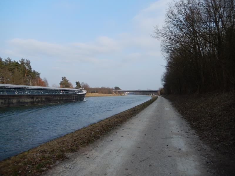 Spaziergang am Main-Donau-Kanal
