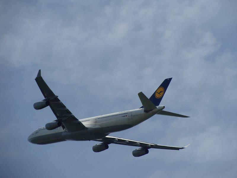Wow.....direkt neben uns taucht dieses Flugzeug auf.
