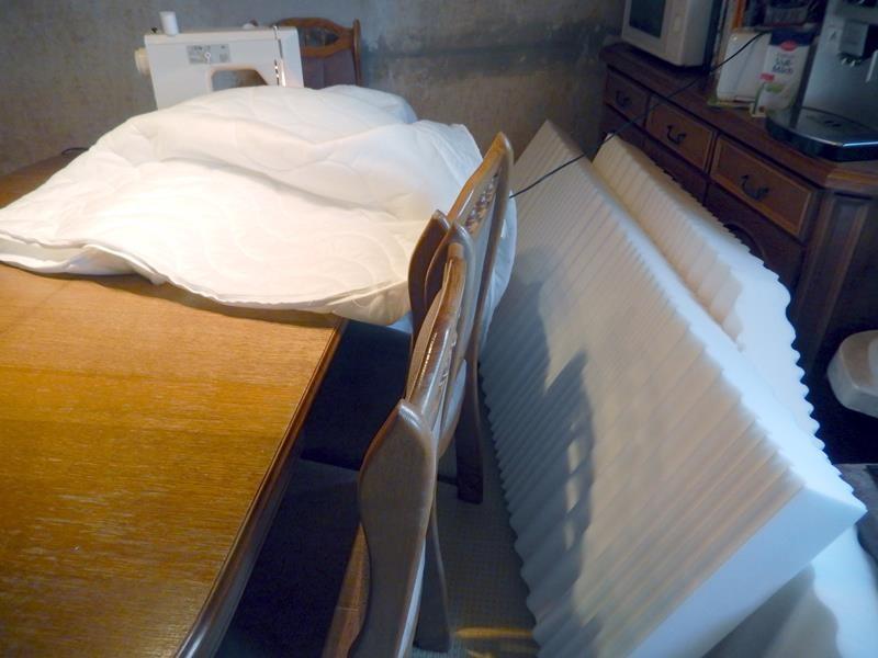 Matratzen raus aus dem Bezug und ran an die Nähmaschine -  soweit nähen wie es damit geht