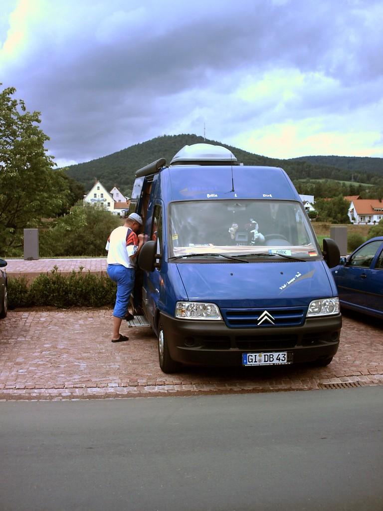 Freudenberg, zwei Tage später. Wir werden hier nicht übernachten, aber die Kinder und ich wollen mit Basco auf die Burg Freudenburg.