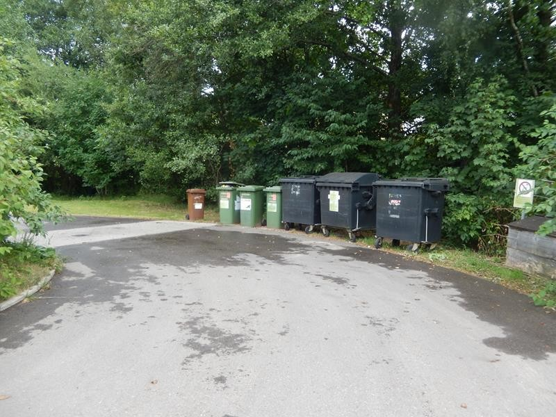 Die Müllsammelbehälter
