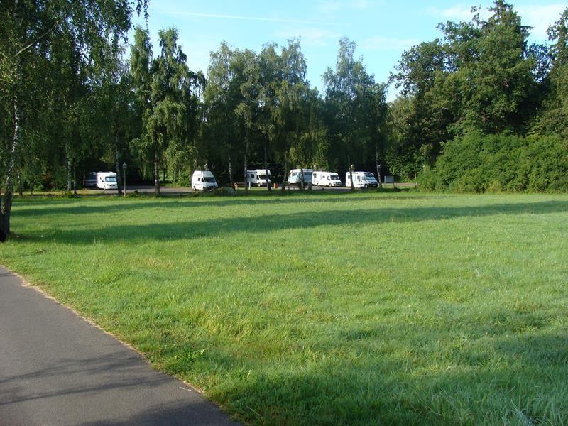 Der Stellplatz. In unmittelbarer Nähe ist das Thermalbad.