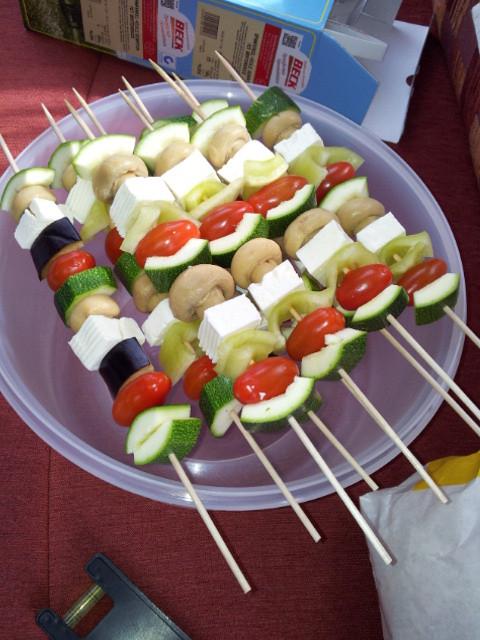 selbstgemachte Gemüsespieße mit Schaafskäse