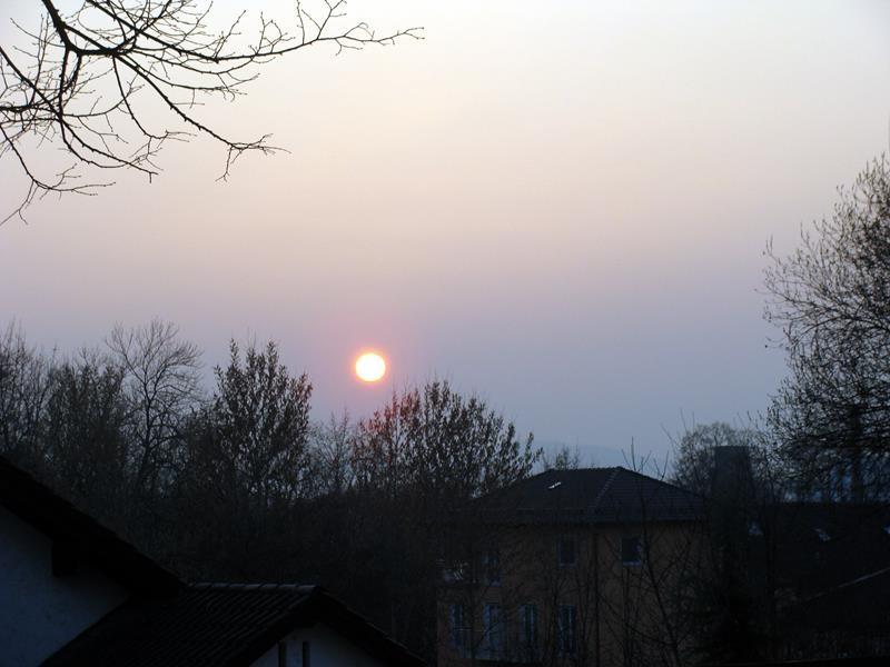 Die Sonne geht langsam unter und es wird ganz schön frisch.