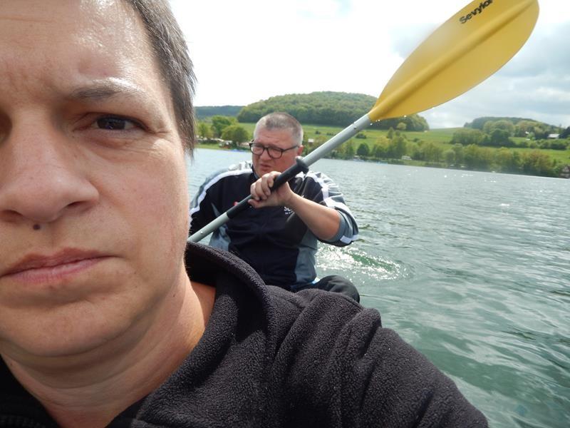 Über die Schulter fotografiert - ob Dirk auch paddelt ;) .Damit endet die Fotoserie.
