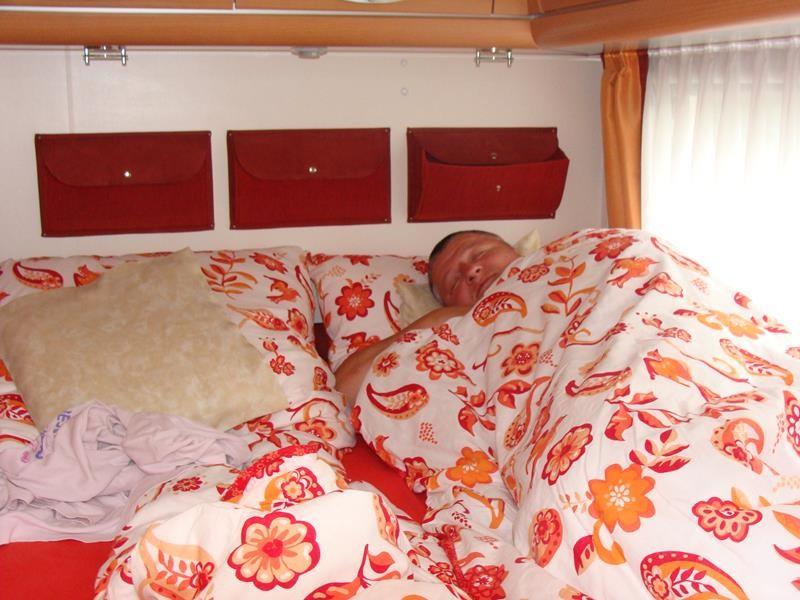 Die erste Nacht ist um. Ich habe sehr gut geschlafen. Dirk offensichtlich auch - der will gar nicht wach werden.