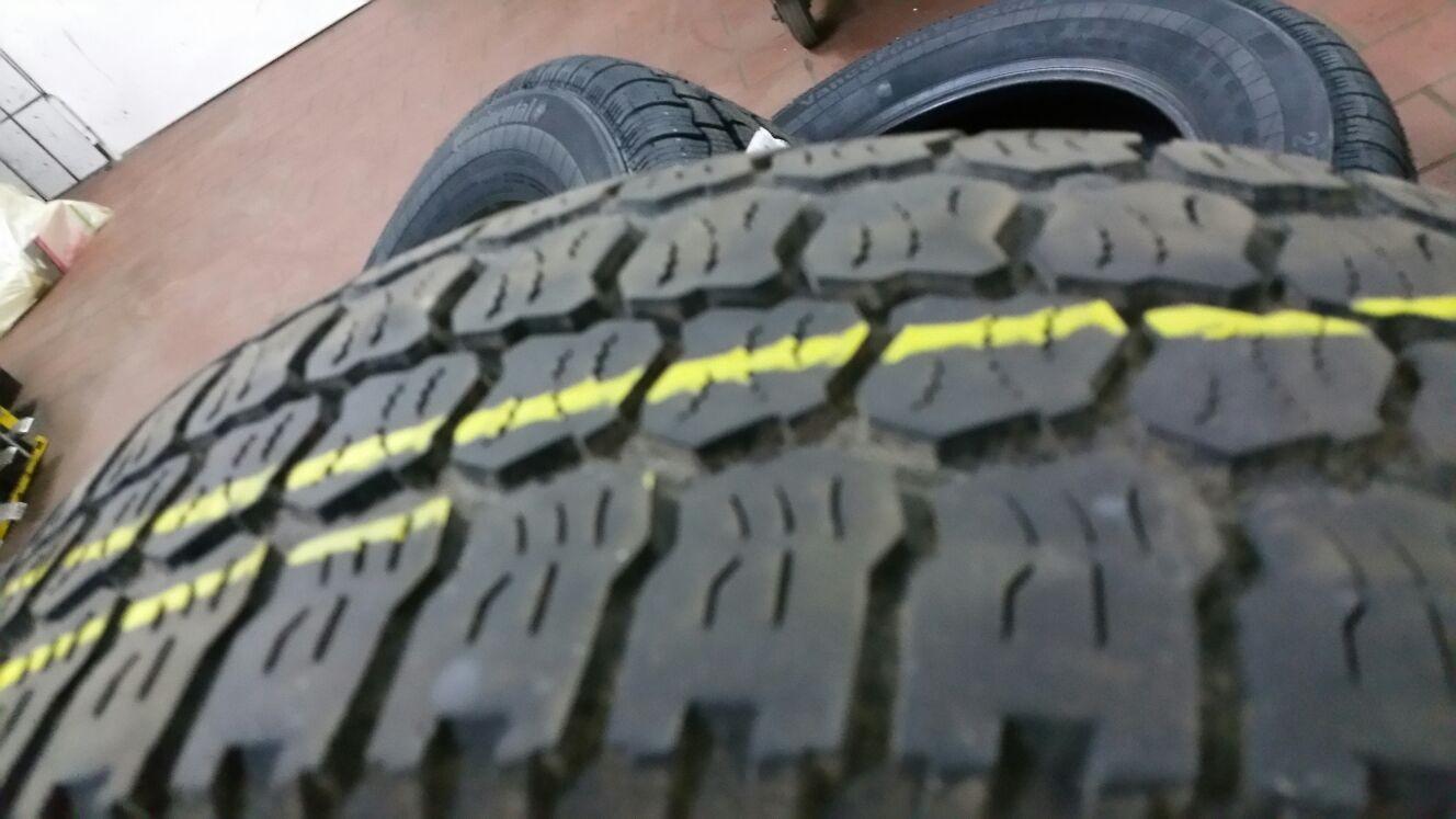 von innen ist der Reifen zum Teil abgefahren. Jetzt sind neue Reife montiert und Horst-Pferdinand rennt wieder ganz ruhig