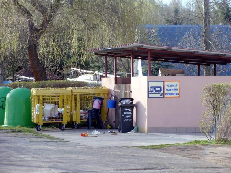 Versorgung und Müll.