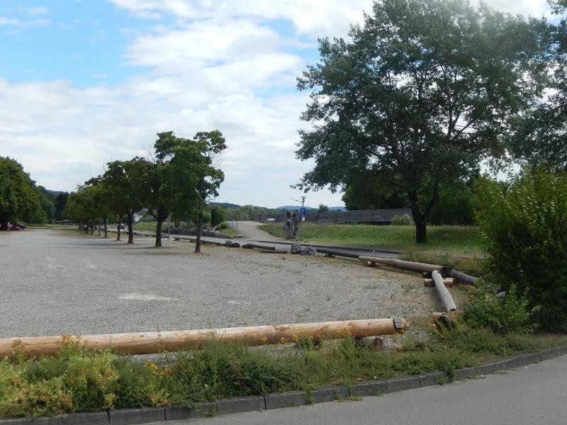PKW Parkplatz vor dem Stellplatz