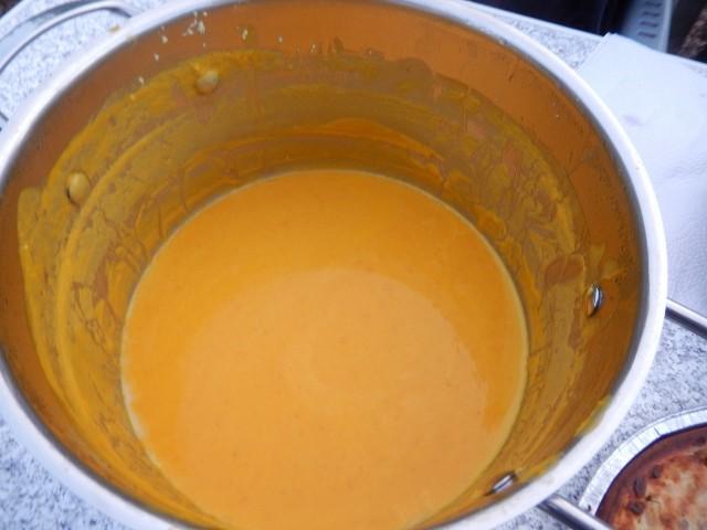 Hier die Kürbissuppe von Bine. Die wurde zu Hause schon vorbereitet und war soooooo lecker