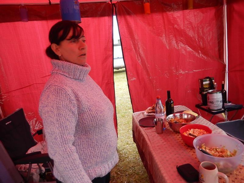 Anne schaut nach dem rechten im roten Puffilion