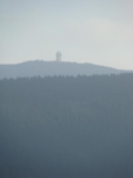 Dort in der Ferne ist ein ehemahliger Wachturm zu sehen.