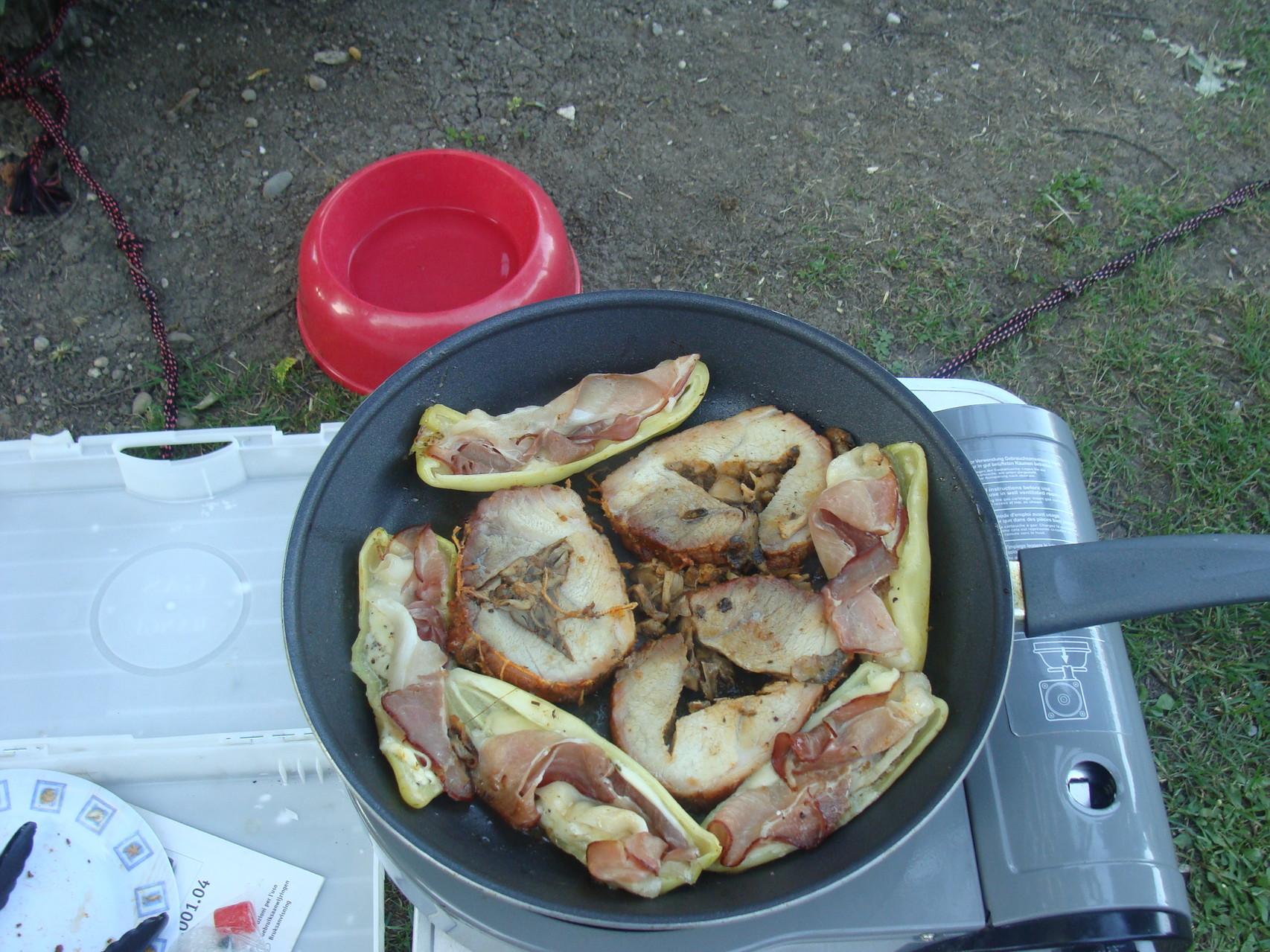 Die Reste haben wir am nächsten Tag auf dem einflamm Kartuschenkocher aufgewärmt und es hat wieder super toll geschmeckt gehabt.