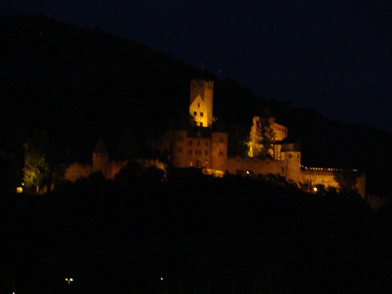Das Schloss mal beleuchtet im Dunkeln.