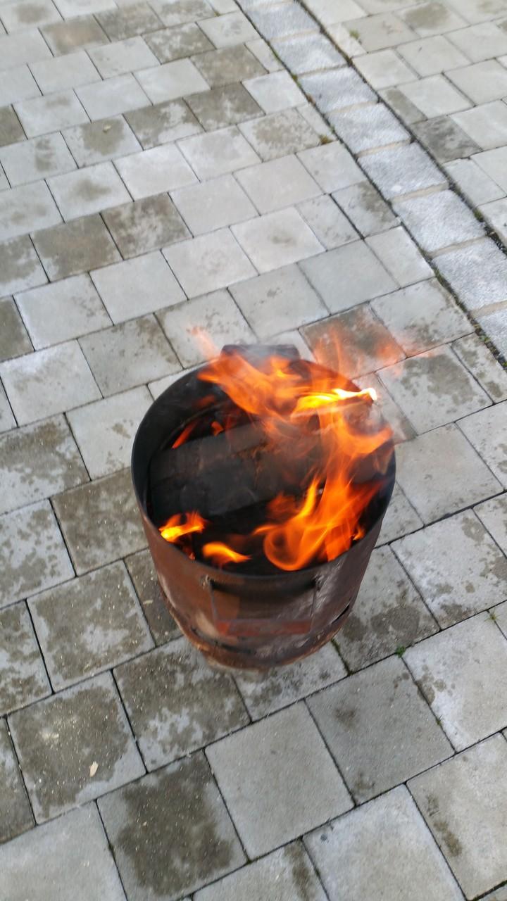 jetzt meine Feuertonne anwerfen. Bei kalten Temperaturen ist auch schön warm zum draußen kochen