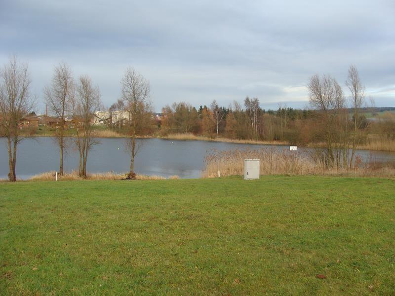 Blick auf den See. Die Leute die hier ein Haus haben, können sich glücklich schätzen.