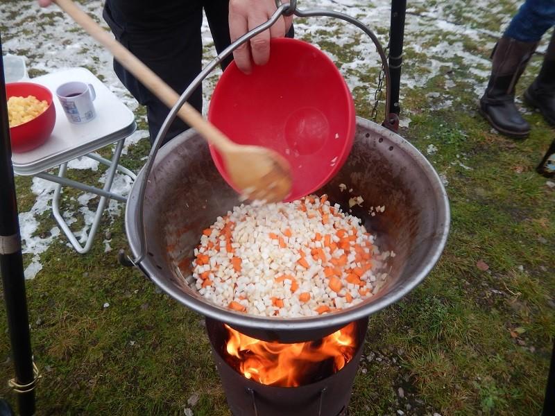 Dann Karotten und Sellerie dazu
