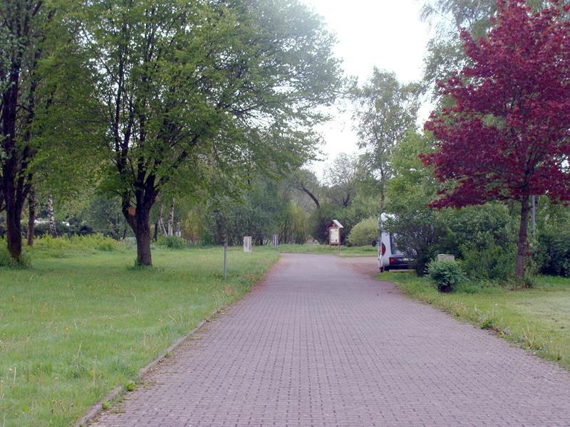 Der Stellplatz ist kostenlos, bietet aber auch keine VE. Das kann man im 2km entfernten Seck auf dem Campingplatz.