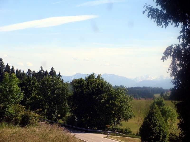 Die Berge kommen in Sicht. Für mich immer wieder eine Freude. Ich liebe die Berge.