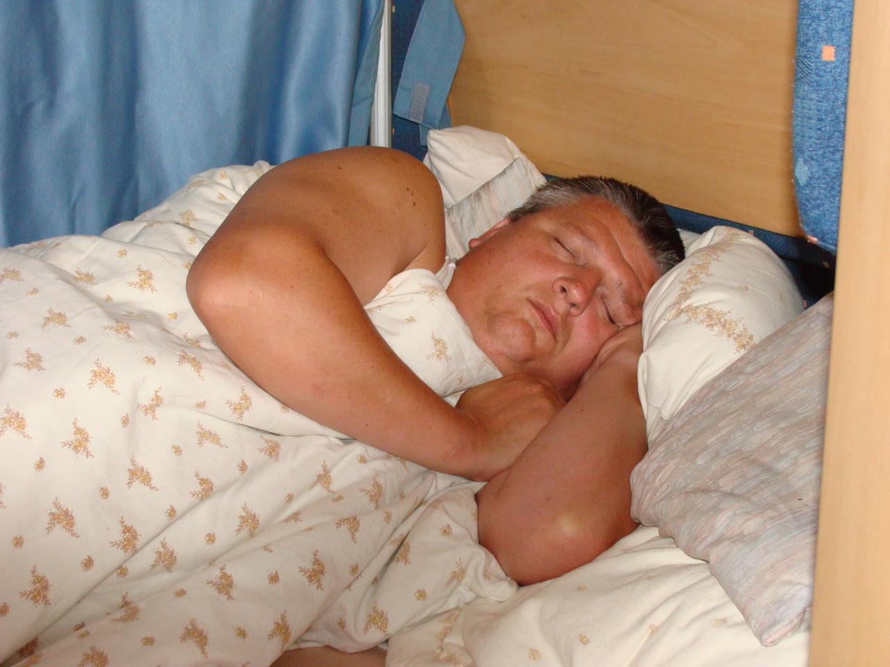 Nach dem anstrengenden Tag, hat Dirk sehr gut und fest geschlafen.