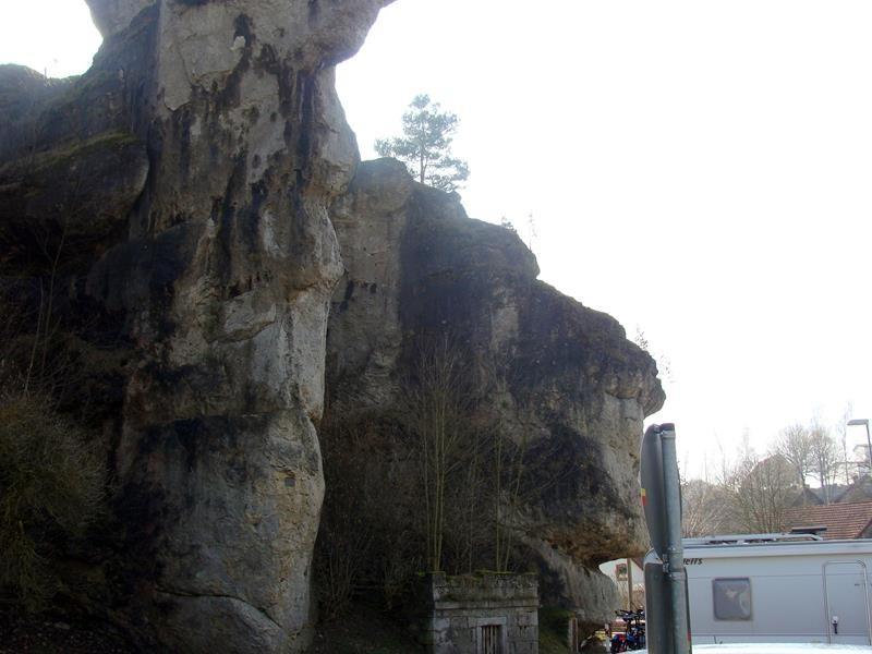 Unterwegs fahren wir auf diese Felsen zu und bleiben kurzerhand stehen. Das muss fotografiert werden.