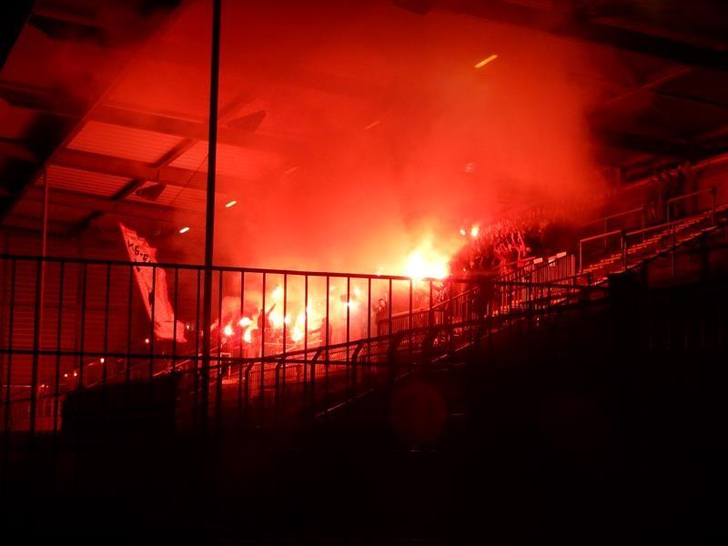 Danach der Trauermarsch zum neuen Stadion.