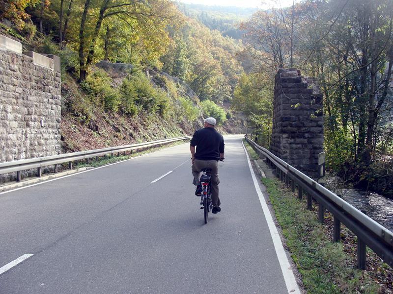 Schon nach 500m ist der Radweg zuende und wir müssen auf der Starße weiter fahren.