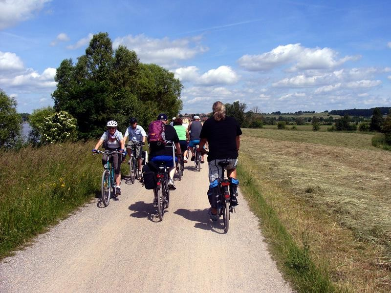 Am nächsten Tag ist wieder eine Radtour fällig. Diesmal fahren wir um den Altmühlsee. Das sind 11km, sagte uns die Frau vom Kiosk.