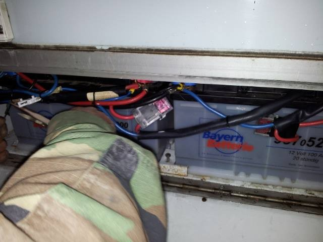 Jetzt die Elektroarbeit an der Aufbaubatterie wo es kleine Probleme gab die aber vorzüglich gelöst wurden