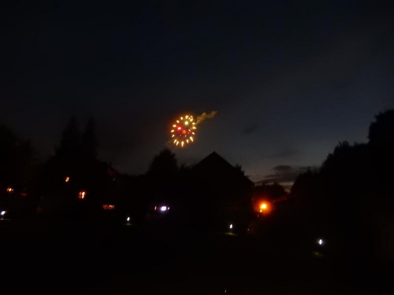 """Am letzten Abend gibt es noch ein Feuerwerk - es ist nämlich """"Dorffest""""."""