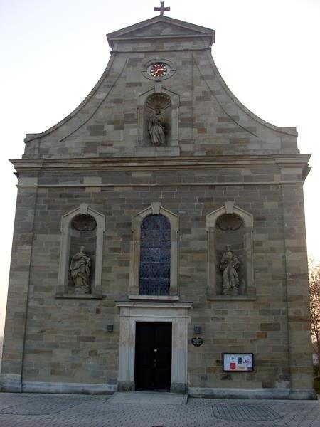 Ich gehe in Richtung Ipthausen und komme zur Kirche Maria Geburt.