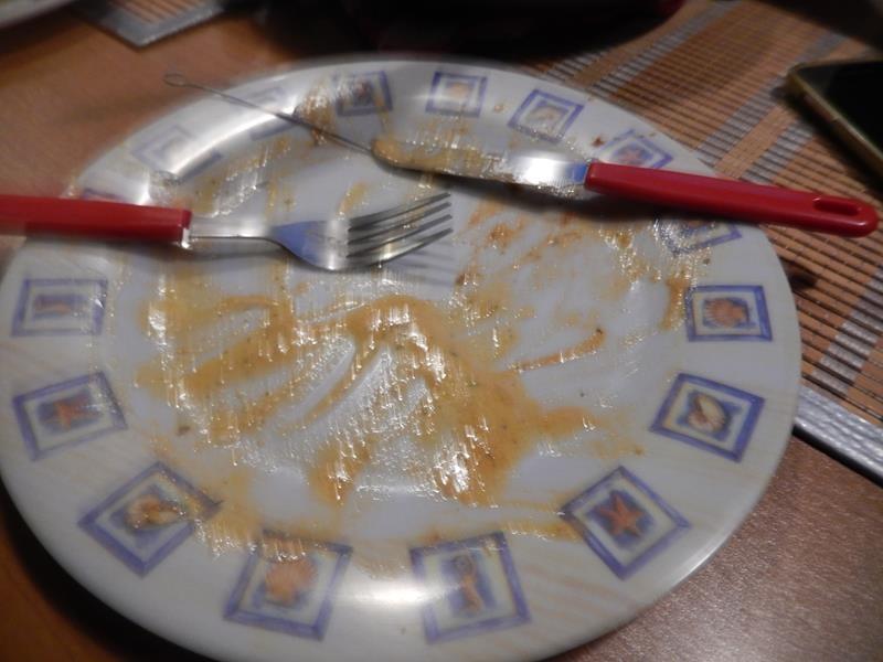 hat sowas von super gut geschmeckt und die Teller waren alle leer. Ja, es gab noch Reste weil es so viel war. Das haben wir am Sonntag dann zu Hause noch mal gewärmt und gegessen. Ich meine es war nochmal so gut gewesen.