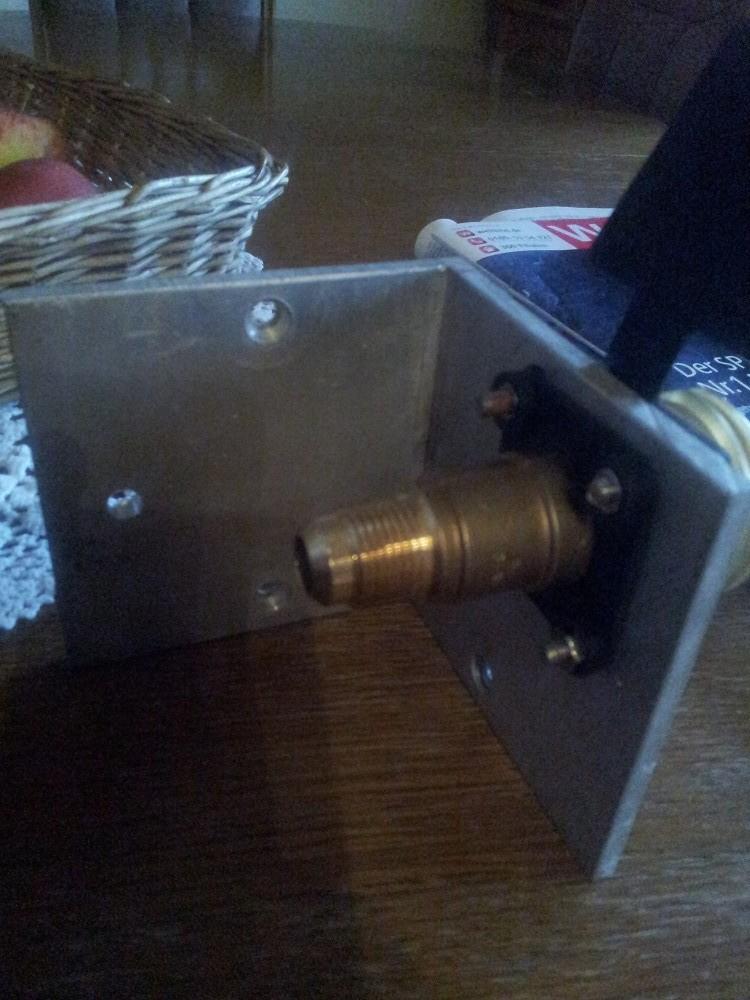 Das ist die Rückansicht des Füllstutzen wo der Füllschlauch montiert wird
