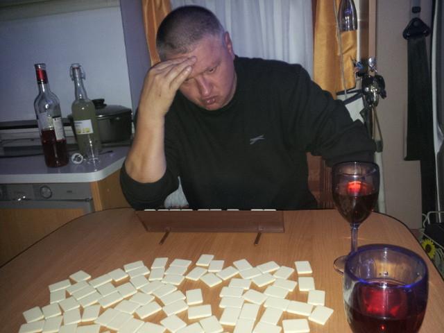 Spiele-Abend - Dirk muss schwer nachdenken.