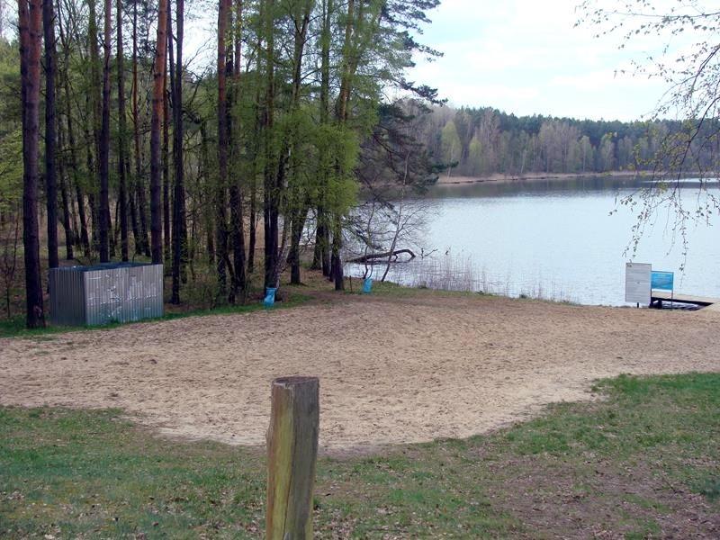 Das ist der Badestrand auf der anderen Seite des Sees