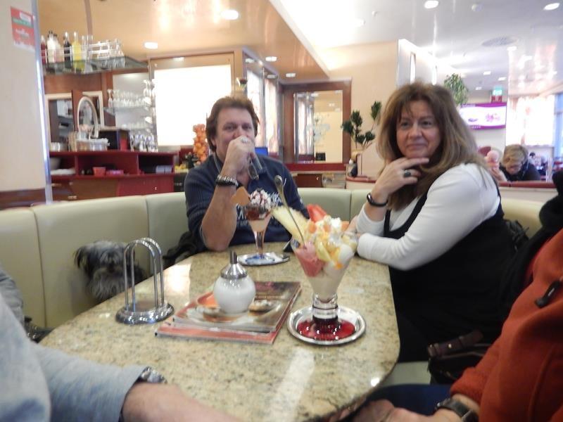 Aufwärmen in einem Cafe' mit Eis..... kann man machen ;)