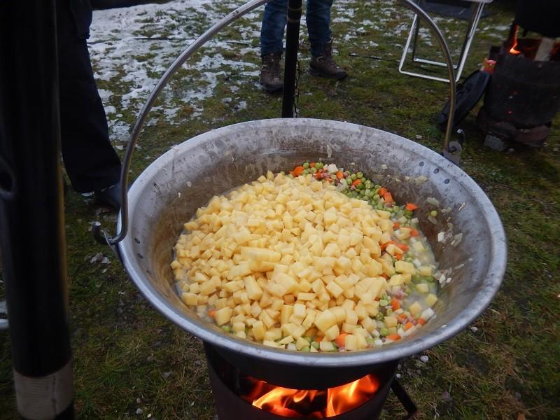 Zum Schluss noch die gewürfelten Kartoffeln dazu und schön umrühren