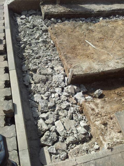 Beton ist fest und der Untergrund kann befüllt werden