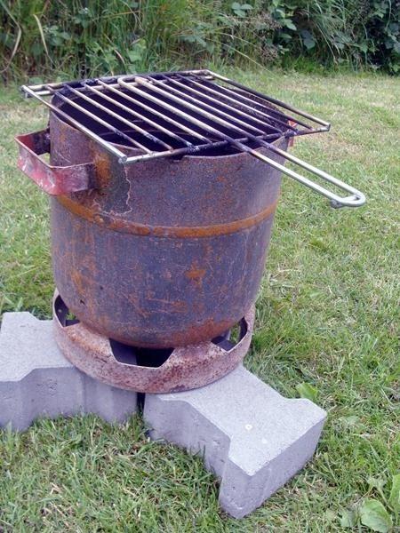 """Genial. Roger hat aus einer alten Gasflasche einen Feuer""""fass""""grill gebaut."""