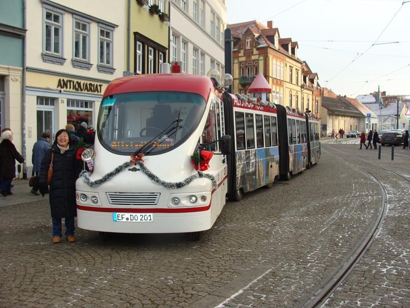 Mit der Bahn sind wir durch Erfurt gefahren.....die Asiatin kennen wir nicht. Wir haben sie auch nicht mitgenommen.