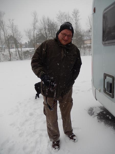 Mittags starten wir dann den ersten Spaziergang im Schnee.
